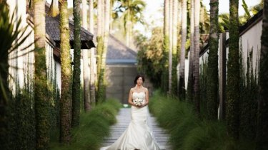 Many couples aspire to a glamorous, tropical wedding.