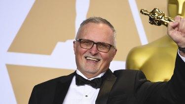 Australian film editor Lee Smith poses with his Oscar.