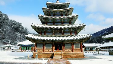 The Beopjusa Temple, Hall of Eight Pictures. The Sansa are Buddhist mountain monasteries located throughout the southern provinces of the Korean Peninsula.