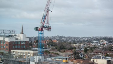 Hundreds have been evacuated in Richmond as strong winds damage a crane looming above Bridge Road.