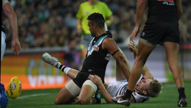 """Lindsay Thomas clashes with Scott Selwood. Ling described the incident as """"a dog act""""."""