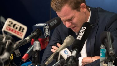 Former Australian cricket captain Steve Smith addresses the media at Sydney Airport on Thursday night.