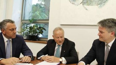 Tony Shepherd (centre) with then treasurer Joe Hockey (left) and Finance Minister Mathias Cormann in 2013.