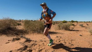 Lisa Harvey-Smith taking part in 2014's Big Red Run in the Simpson Desert.