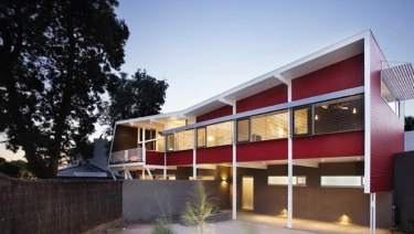 A mid-century home on Beach Road in Beaumaris, designed by Mockridge Stahle & Mitchell and built in 1955.