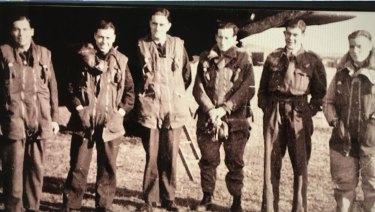 Jeff Perry (left) with crew of his Wellington bomber.