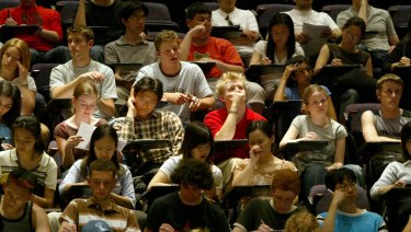 Crowded lecture halls are increasing at universities.