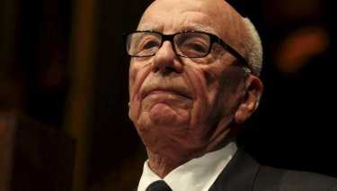 Rupert Murdoch has called for a system similar to that in cable television, where large distributors like Comcast and AT&T pay fees to the TV network owners that attract their viewers.