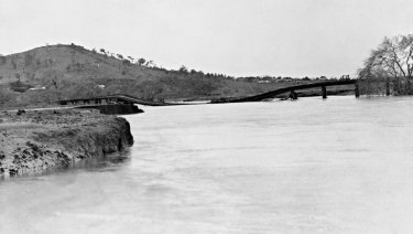 The railway bridge across the Molonglo River near Jerrabomberra Wetlands, shortly after it was destroyed in the 1922 flood (Mt Pleasant at left).