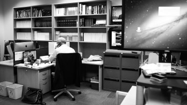 Michael Gordon sitting at his desk on his final day working in the Canberra bureau in 2017.