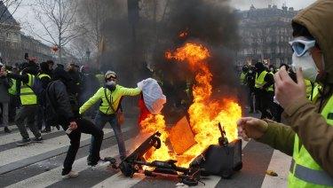 Demonstrators set a fire on the Place de la Republique after a yellow vest protest