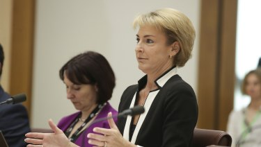 Michaelia Cash has told a Senate Estimates committee she had no prior knowledge of the AWU raids.