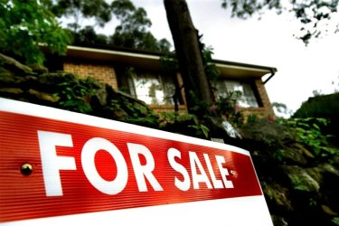 Further falls in house prices will hit the economy, Reserve Bank warns