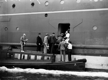 Customs officials boarding the ship, Awatea , in Sydney to interview Mrs Mabel Magdalene Freer, 4 December 1936