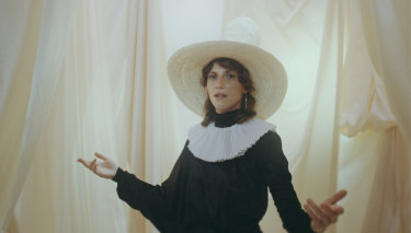 Aldous Harding adopts the Quaker look in a video for The Barrel.