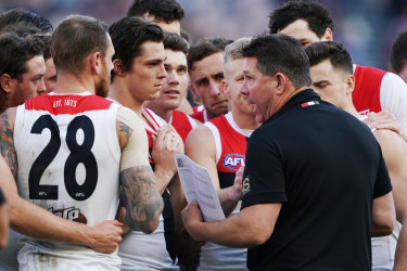 Brett Ratten gives instructions to St Kilda players late last season.