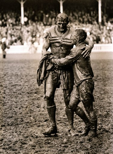 The famous photo of Norm Provan (left) and Arthur Summons taken after the 1963 NSWRL grand final.