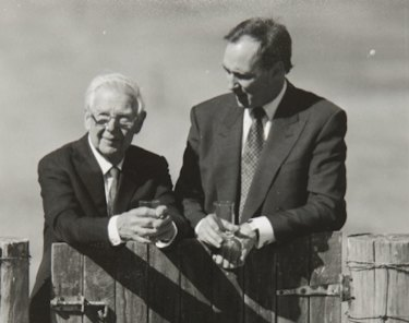 Arthur Boyd with then prime minister Paul Keating at the gate to Bundanon in 1993.
