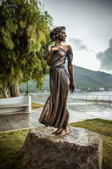 The bronze sculpture Spigolatrice di Sapri in Sapri, Italy.