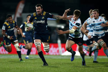 Given the flick: Liam Squire of the Highlanders brushes off Alex Newsome.