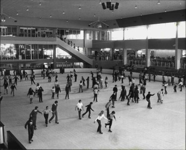 Macquarie Ice Rink has been open for almost 40 years. This photo shows how popular the rink was in 1983.