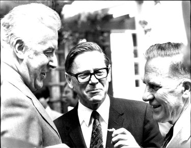 Gough Whitlam, Barrie Dexter and Aboriginal affairs minister Jim Cavanagh in 1974.