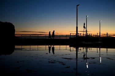 يتمتع زوار Dawn إلى Mona Vale بنهاية رائعة لفصل الشتاء وبدء الربيع.  يشير المتنبئون بعيدون المدى إلى أن مثل هذه الأيام قد لا تكون شائعة جدًا في وقت لاحق من الموسم.