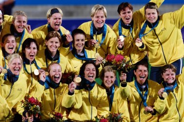 The Hockeyroos with their gold medals.