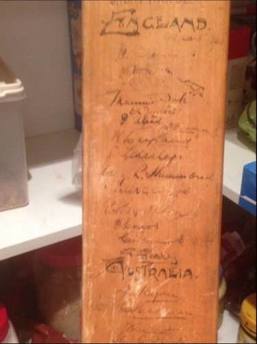 Rare signatures from Australian and English test cricketers of the late 1920s and early 1930s on cricket bat.