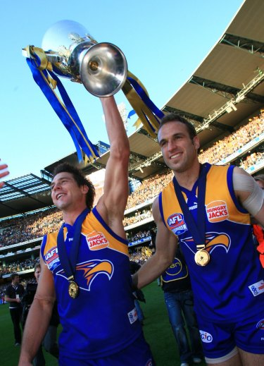 Ben Cousins and Chris Judd with the 2006 Premiership Cup.