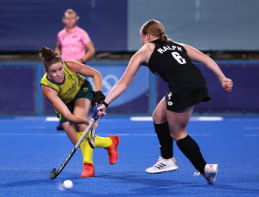 Elisabeth Jenner in action for the Hockeyroos.