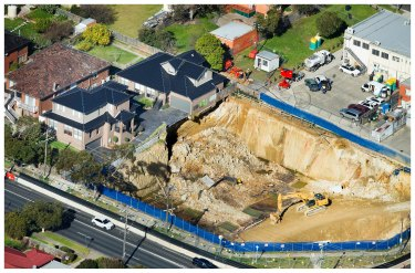 Townhouses on the edge of the excavation collapse in Mount Waverley.