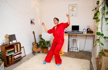 Performers such as George Maple are calling for state and federal governments to provide COVID-19 insurance.
