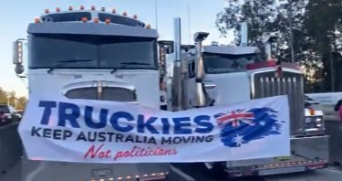 Truck drivers blocked the M1 southbound on the Gold Coast in protest of mandatory vaccine requirements and lockdown restrictions.