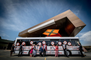 "Directors from Canberra's main institutions have  joined forces to  provide a free ""culture loop"" bus service  for Canberra commuters."