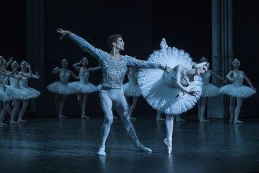 The Paris Opera Ballet perform Rudolf Nureyev's production of <i>Swan Lake</I>.