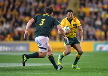 Kurtley Beale in action against Frans Malherbe.