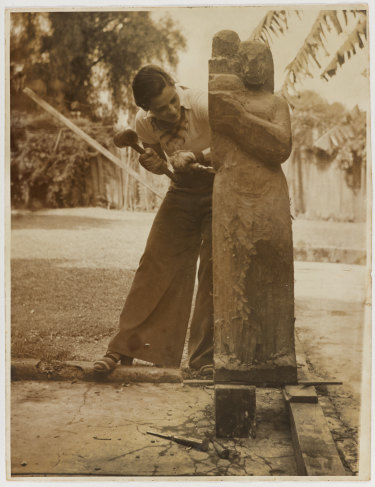 Margel Hinder working on Mother and Child in 1939.