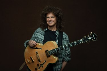 Pat Metheny is sticking to the old routine of making music.