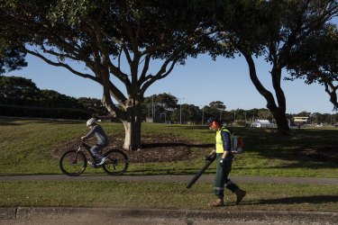 Leaf blowers inflict psychological and health damage on residents forced to stay at home because of COVID-19 restrictions, according to the community-based Bondi Beach Precinct.