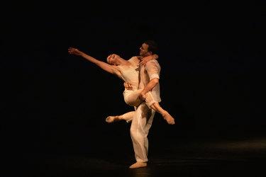 Natalia Osipova and Jonathan Goddard in Ivan Perez's Flutter.