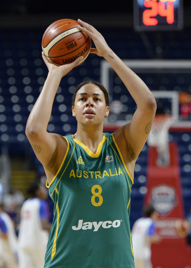 Liz Cambage playing for the Opals in 2016.