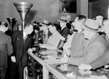 Shoppers crowd the tobacco counter at David Jones' Market Street store on August 5, 1946.