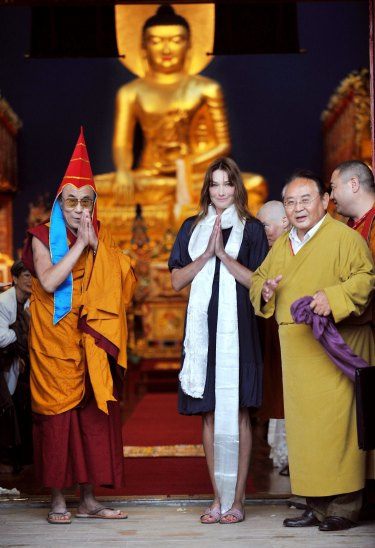 Sogyal Rinpoche (right) in 2008 with the Dalai Lama and Carla Bruni-Sarkozy.