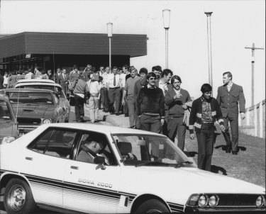 Striking prison officers stream out of Long Bay Jail after deciding they would remain on strike. August 20, 1979.