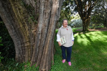 Botanical artist Margaret Castle in the Maranoa Gardens.