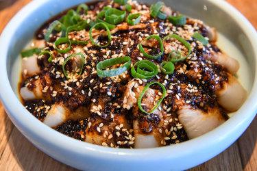 Spicy pork slices in garlic sauce.