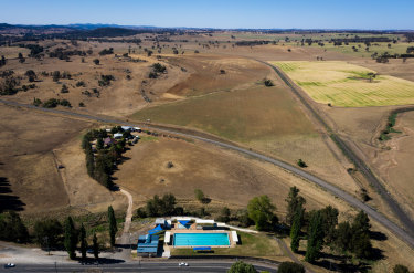 Bore water has many uses in inland NSW, such as filling the Molong Swimming Pool in the state's central west. A pilot program has found about 10 per cent of bore water users were not compliant.