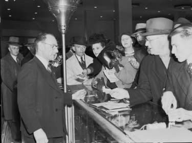 Rush for luxury goods onAugust 5, 1946.