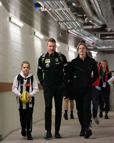 Nathan Buckley arrives at the SCG with his sons Ayce (left) and Jett ahead of his last match as the coach of Collingwood.